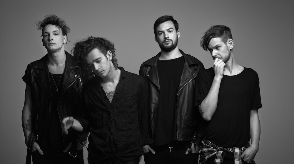"The 1975 lanza el video del tema ""It's Not Living (If It's Not With You)"""