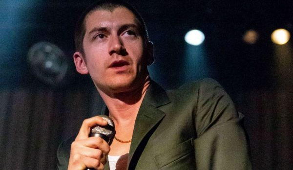 "Arctic Monkeys presenta el video de ""The Ultracheese"" en vivo"