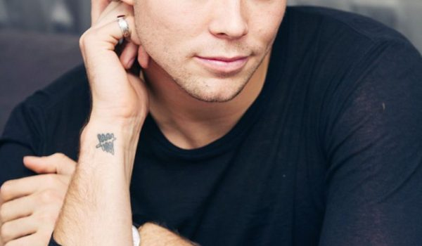ASHTON IRWIN DE 5 SECONDS OF SUMMER DEBUTARÁ EN SOLITARIO